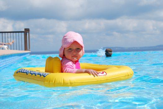 baby-child-swimming-pool-261391.jpg